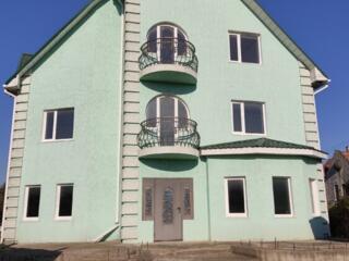 Продается отличный 3х- этажный дом в центре с. Терновка.