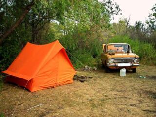 Палатка 2х местная 250р, Ножовки 2шт, топор, Полки для шкафа.