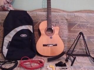 Испанская гитара, недорого+9 предметов для эксплуатации и хранения
