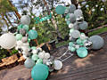 Decor cu baloane la evenimente speciale. Fotobaner pătrat, panou 3D,