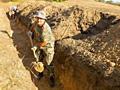 Копаем вручную траншеи, ямы.
