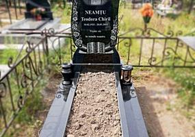 Monumente din granit până la Blajini