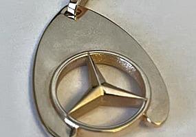 Informatie despre vanzare: Breloc aur Mercedes/Золотой брелок Мерсед.